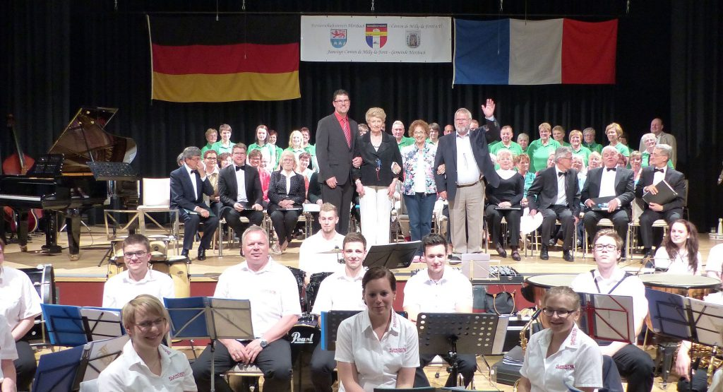 Mit einem gelungenen Festabend in der Kulturstätte feierten Morsbacher Bürger und französische Gäste das 45-jährige Bestehen der Partnerschaft zwischen beiden Kommunen. Fotos: C. Buchen