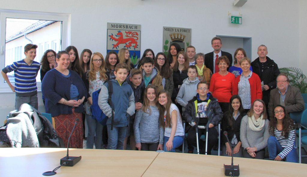 Gruppenbild mit den französischen Schülern im Sitzungssaal des Rathauses in Morsbach. Foto: Privat