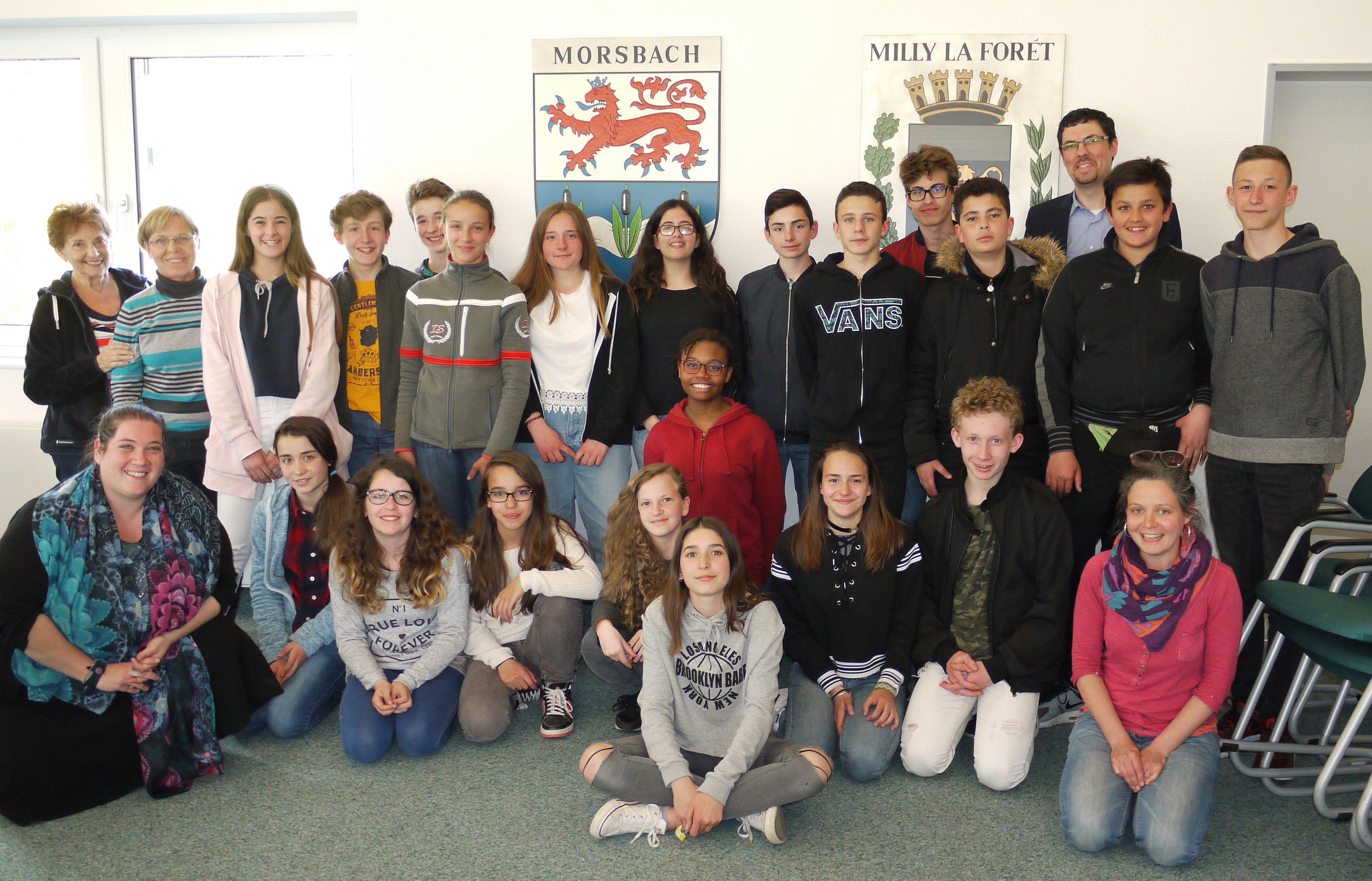Die französischen SchülerInnen und die begleitenden Lehrerinnen wurden von Bürgermeister Jörg Bukowski herzlich im Sitzungssaal des Rathauses empfangen. Foto: C. Buchen