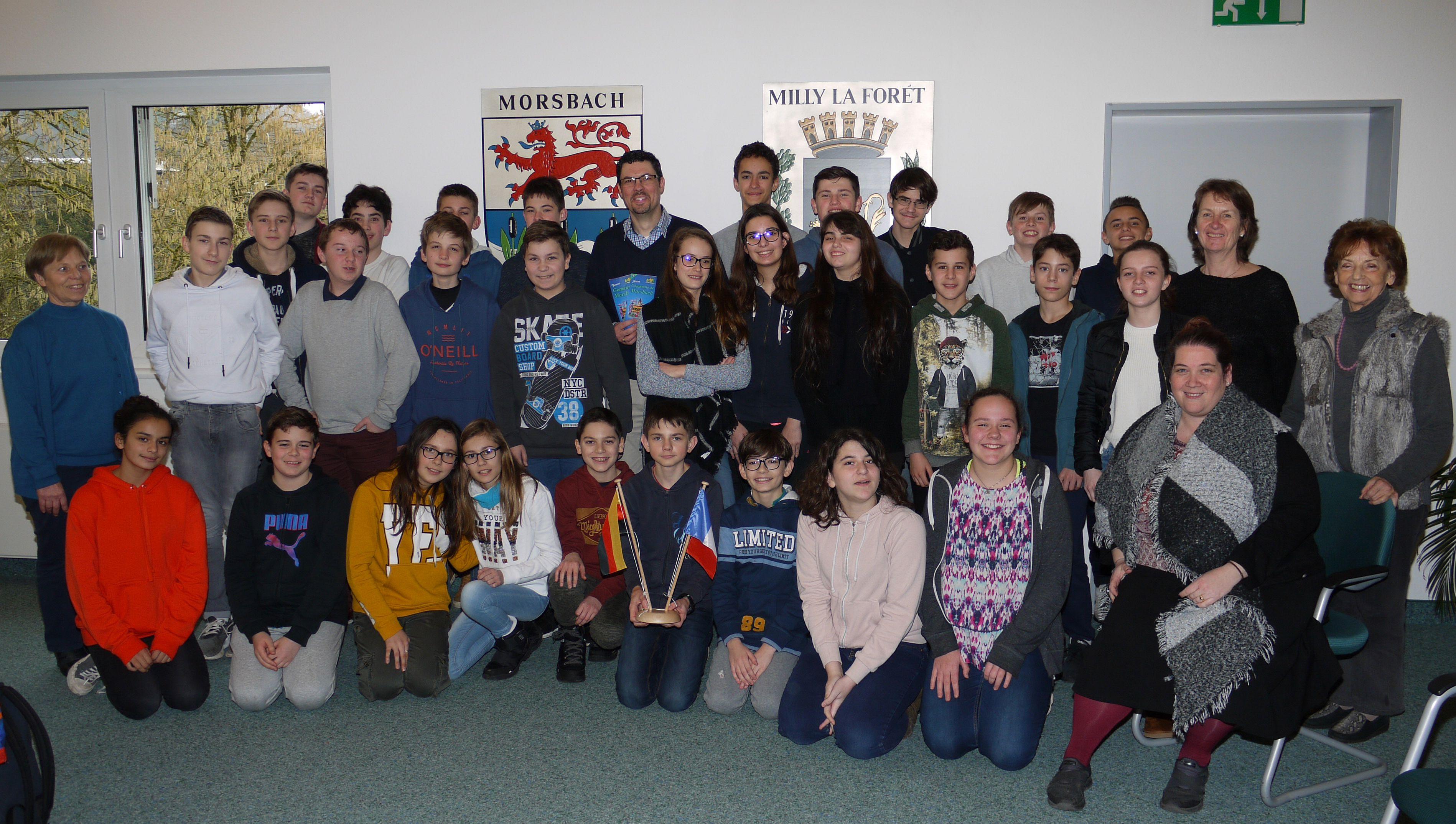 Die französischen SchülerInnen und ihre begleitenden Lehrerinnen wurden im Sitzungssaal des Rathauses von Bürgermeister Jörg Bukowski empfangen. Foto: C. Buchen