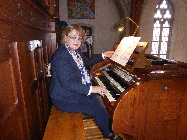 Die renommierte Organistin Helga Schauerte-Maubouet bestritt ein Konzert auf der historischen Klais-Orgel in Holpe. Fotos: C. Buchen